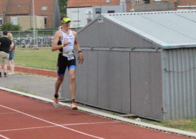 Pieter-slaagt-met-glans-op-zijn-eerste-triatlon-min
